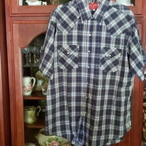 Great double pocket western snap shirt